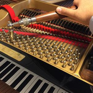 グランドピアノの調律画像