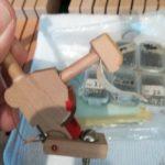 修理中のピアノ内部部品