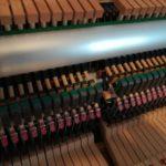 アップライトピアノ内部の様子画像