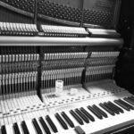 アップライトピアノ 鍵盤調整の様子