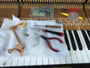 アップライトピアノのアクション部品修理